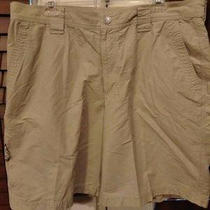 Columbia Omni Shade Cargo Shorts Size 36